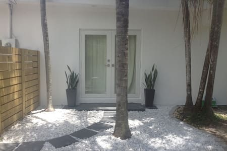 Modern, quiet 1 bed with private entrance & patio - Miami - Ev