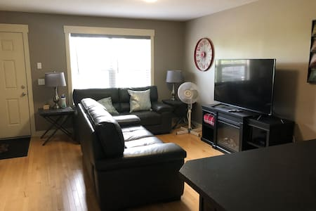 Beautiful, fully furnished townhome in Chestermere