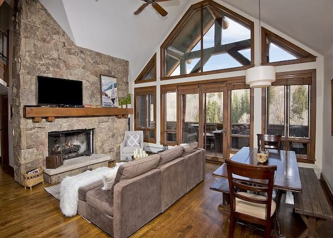 True Ski in/out 4 BD Condo w/ Access to Ritz BG