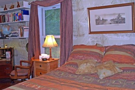 West Room - Queen Bed + Rollaway - Cobourg - 住宿加早餐