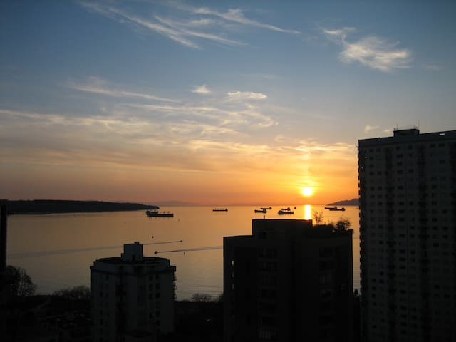 Stunning view, Beauty by the Beach - Vancouver - Apartament