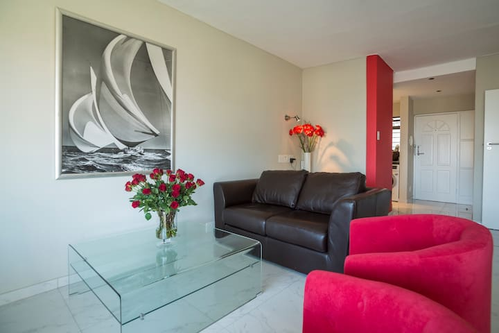 Modern & Convenient Flat with Sea View and Fibre