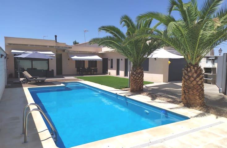 El Tornadillo, con  piscina climatizada y privada.