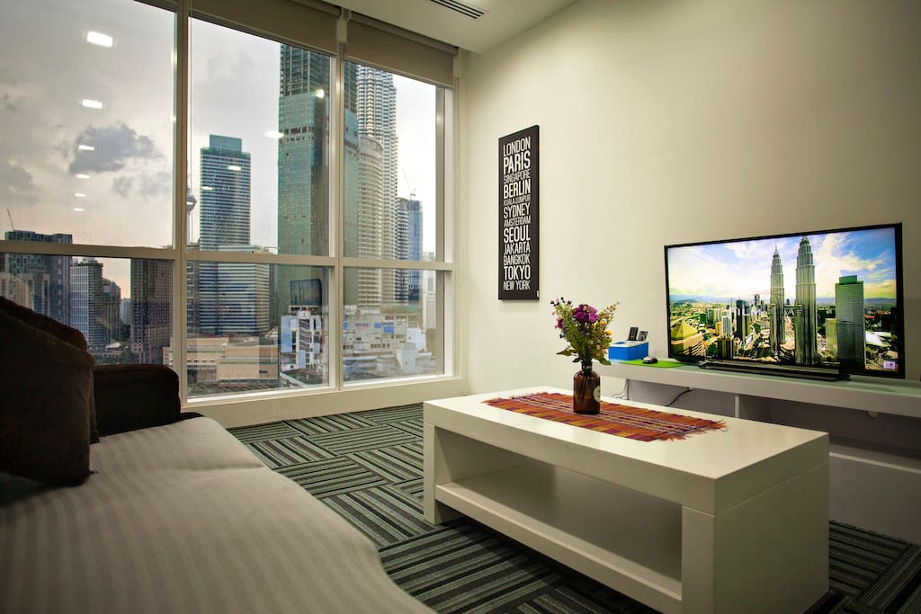 Superb klcc view central kuala lumpur modern suite for Modern living room malaysia