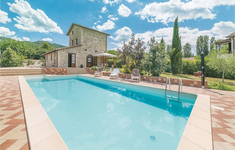 Holiday cottage with 3 bedrooms on 130m² in Umbertide PG