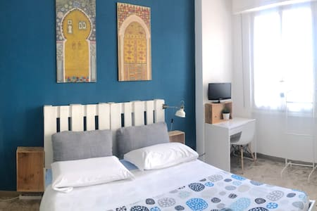 Bright Double Room Rifredi Station Guesthouse  1*