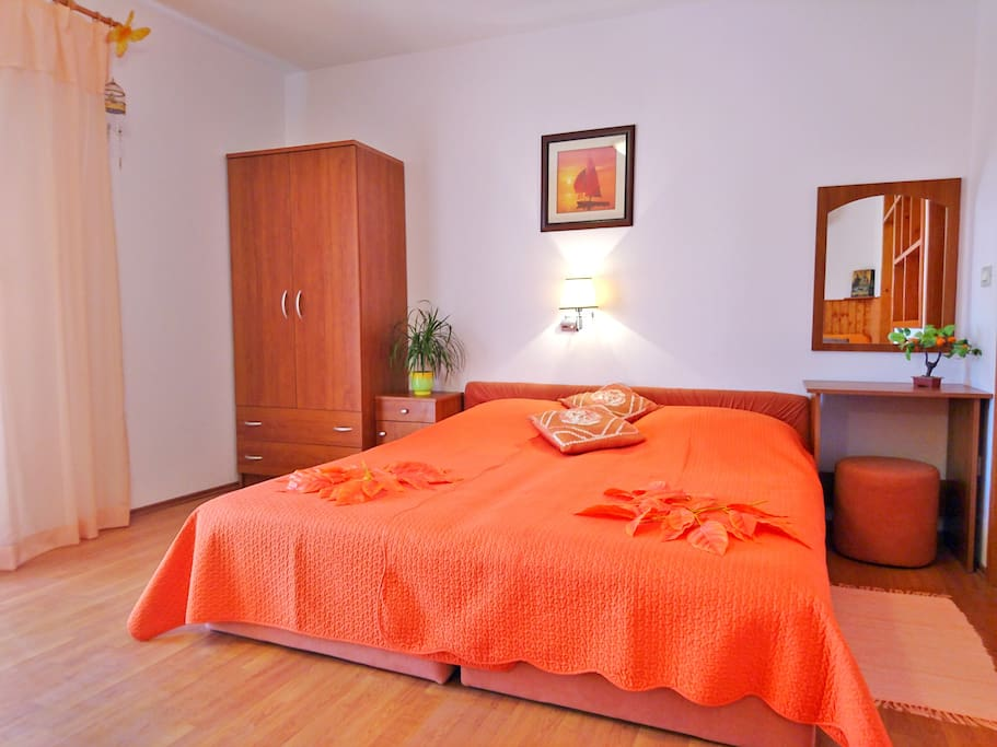 Bedroom with AC, SAT TV, free WIFI  *linen included