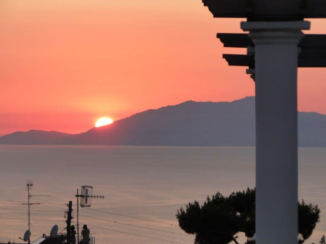 ENJOI SUNSET FROM OUR TERRACE - Anacapri - Inap sarapan