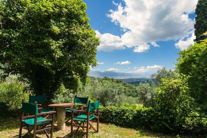 Woning met authentieke sfeer in zijvleugel van oude wijnboerderij op landgoed