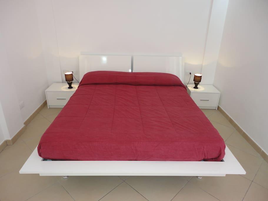 Camera da letto con cassettiera