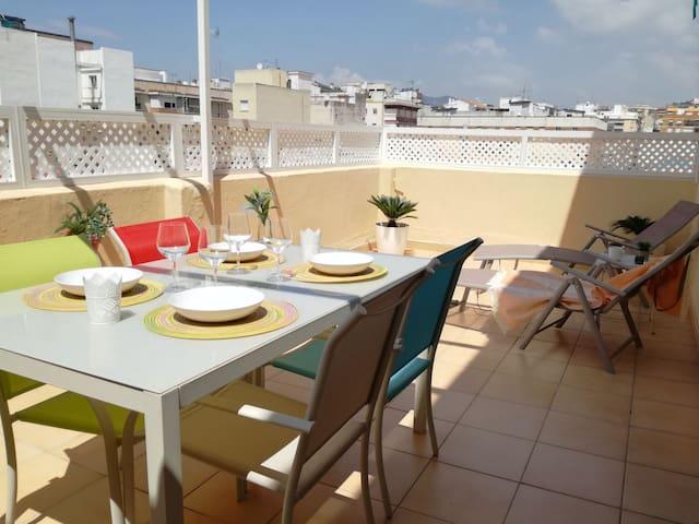Bonita casa con terraza privada cerca del centro