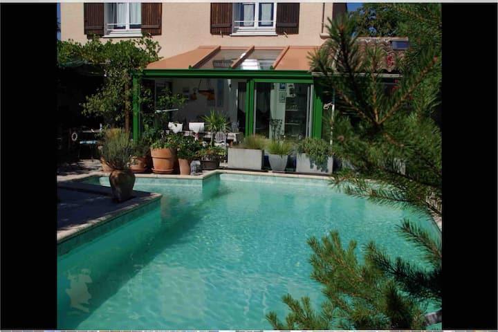 Maison de vacances avec piscine privée en Périgord