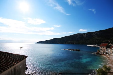 Amazing view 3 room apt, beach - Komiža - アパート