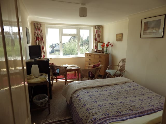 Quiet Sunny Room with Sea Views - Nr Weymouth