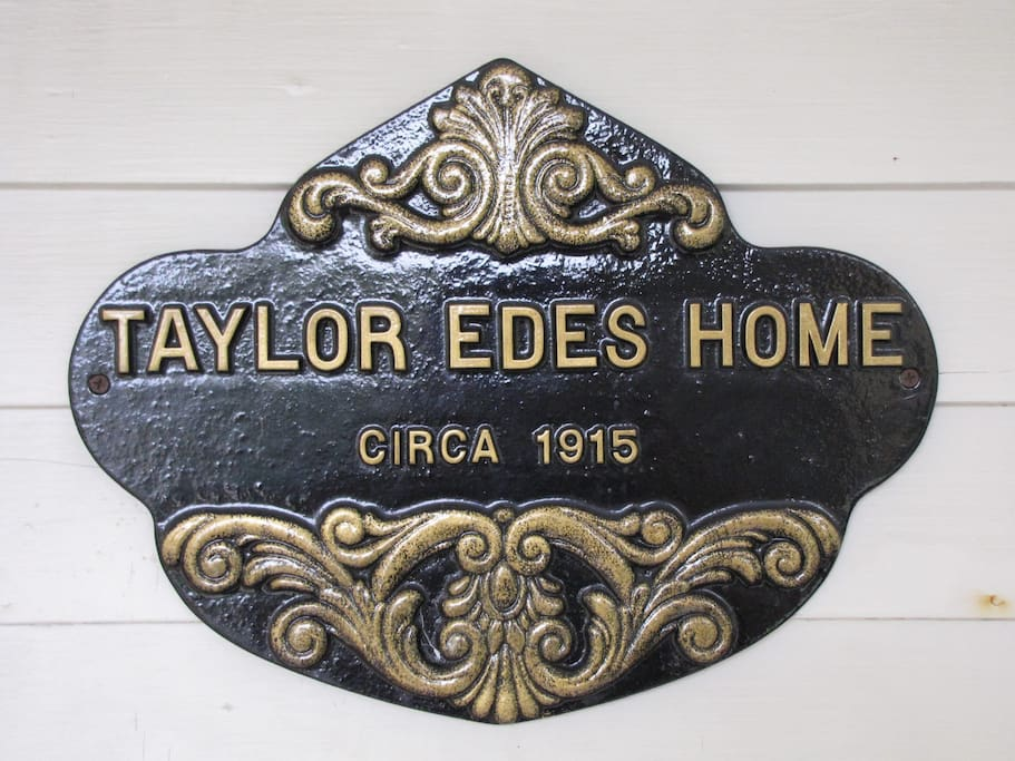 Taylor Edes Inn is located in Dexter Maine. Close to Bangor, and the Moosehead Lake region