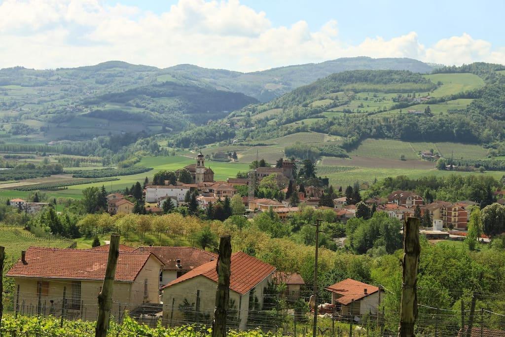 Bubbio in Mitten der Weinberge des Piemonte