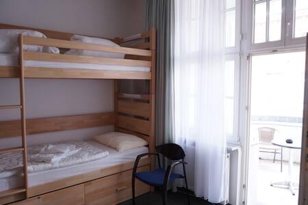 Bett im Mehrbettzimmer Herren