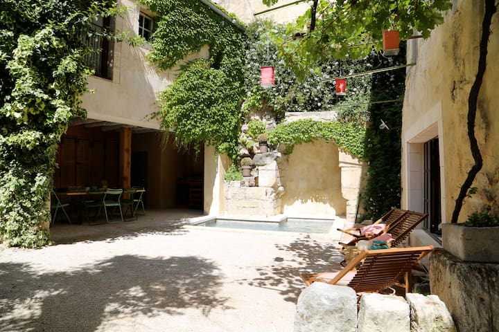 Apartment near avignon bikes garden & bathing pool - Boulbon - House