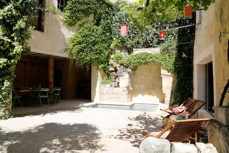 Apartment near avignon bikes garden & bathing pool - Boulbon - Casa