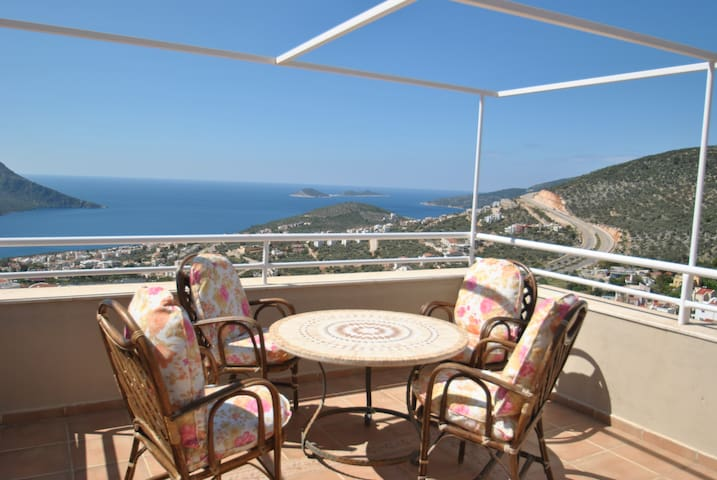 With Sea Views and Lovely Pool - Kalkan - Wohnung