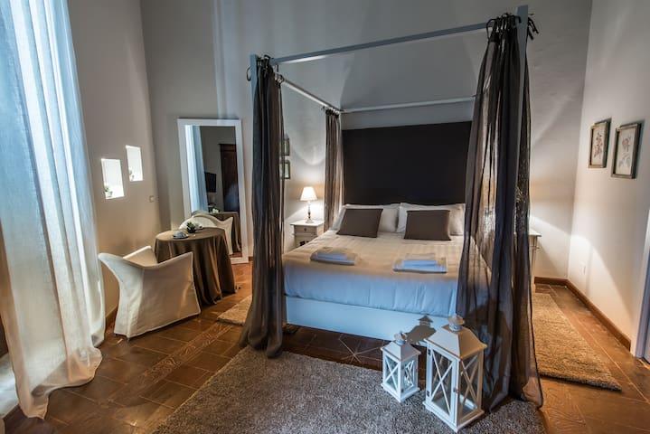Birkin Castello Luxury Rooms - Cagliari - Bed & Breakfast