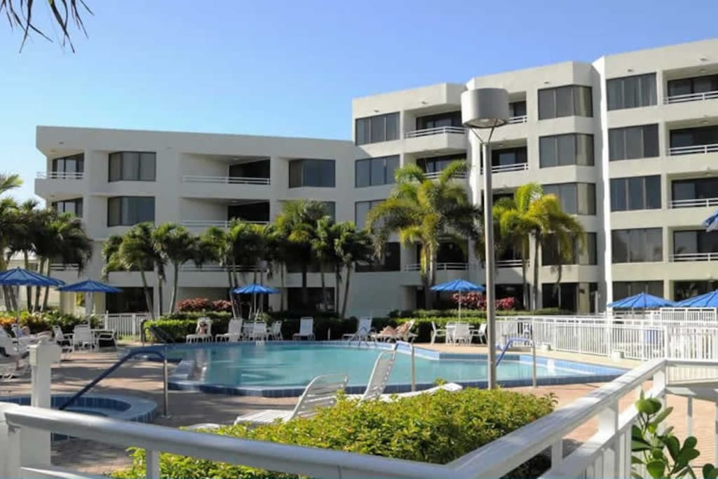 Berkshire By The Sea Condominiums For Rent In Delray