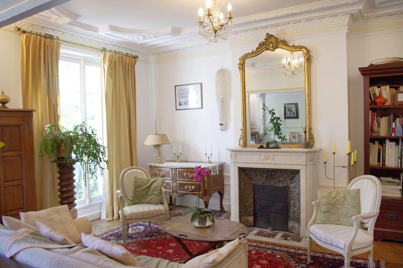 Double séjour, côté salon avec canapé lit / Living room with sofa bed