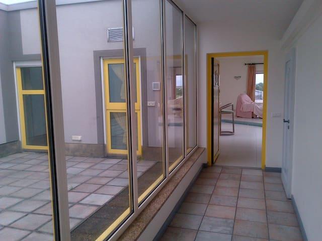 Absolute Luxus Penthaus Wohnung. - Schönefeld - Apartment