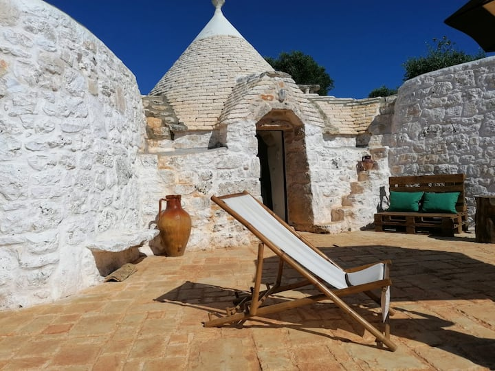 Typical Trullo on the Aqueduct with pool access