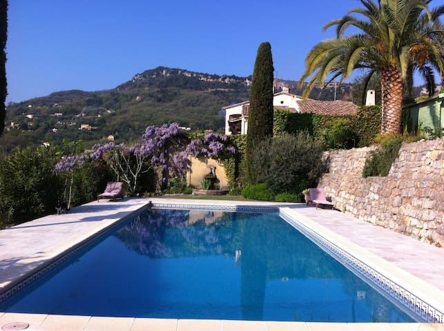 Sunny top floor apartment & pool - Le Bar-sur-Loup - Wohnung