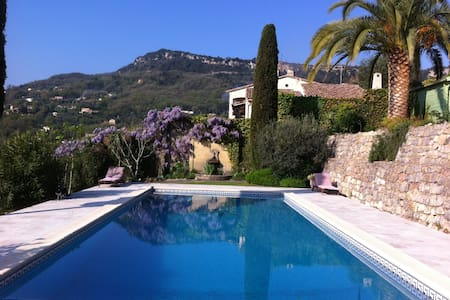 Sunny top floor apartment & pool - Le Bar-sur-Loup