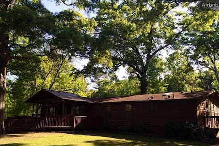 Our 3 BR ranch style house is on 6 acres of land, covered in giant oaks and hardwoods with a pond view and a big front porch with a swing. Our house is on a quiet loop road, great for a run, ride or walk. We are 5 minutes from I-26, Peak Exit 97.
