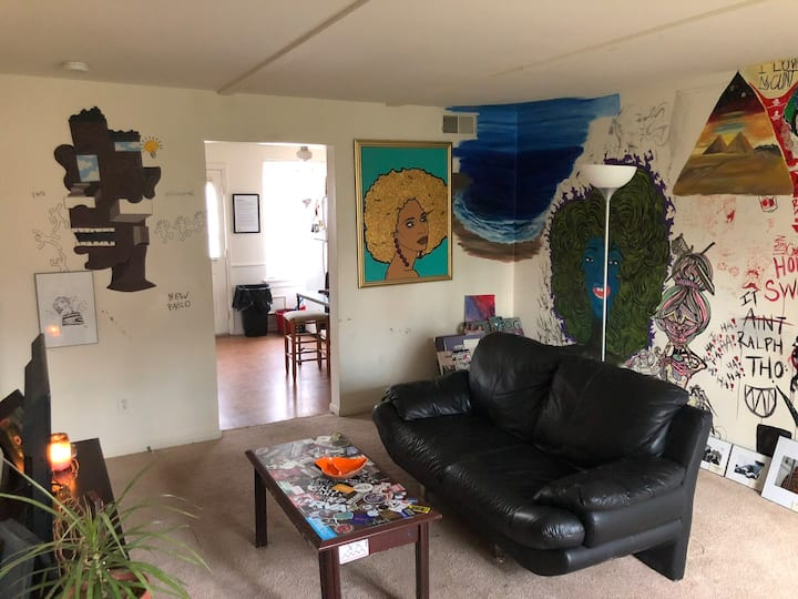 Art House: Living Room w/ 2 Queen Air Mattresses