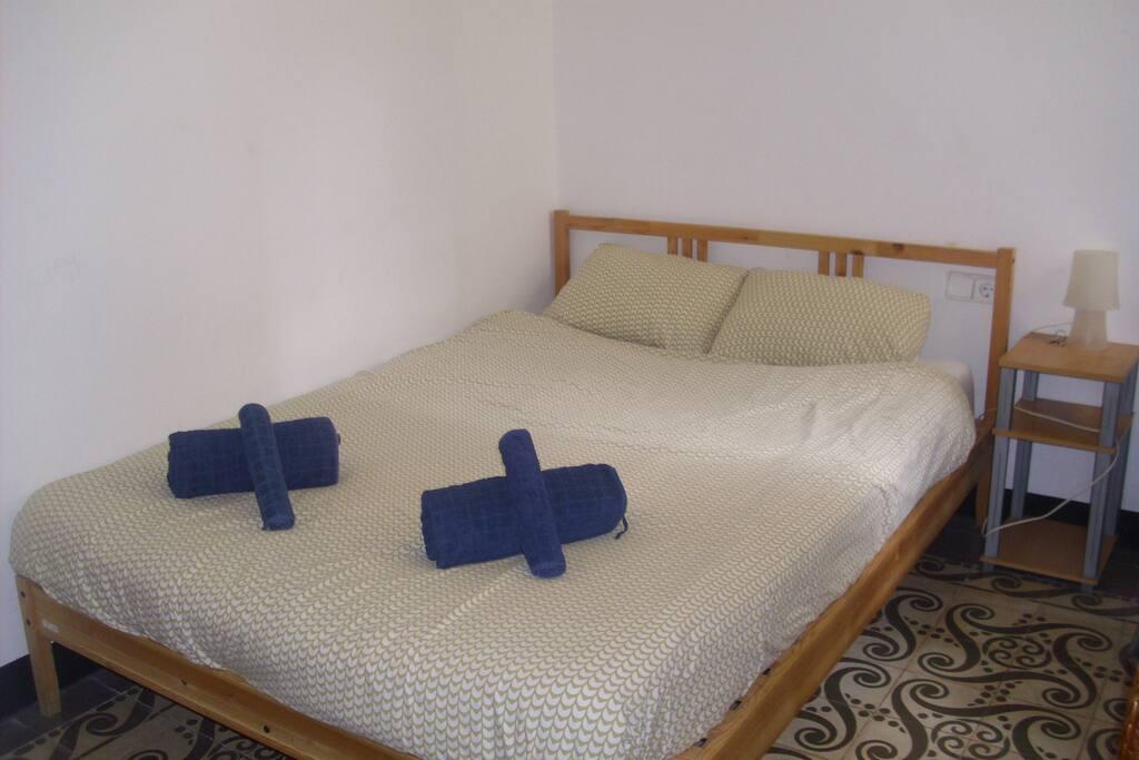 jolie chambre quartier centrique appartements louer barcelone catalogne espagne. Black Bedroom Furniture Sets. Home Design Ideas