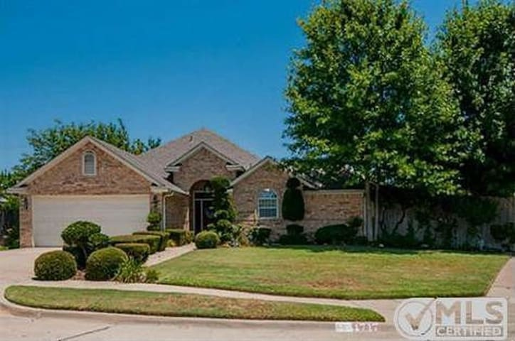Arlington- Custom Home, Large Lot & Sparkling Pool