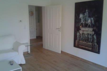 Luxuriös und groß am Rhein - Bonn - Apartment