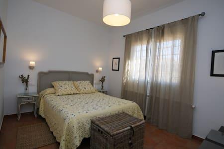 Habitación ideal para parejas - Finca El Romeral - Alpera - Talo