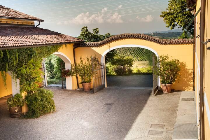 L'entrata - The entrance