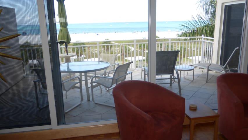 Beachfront Penthouse 2-bedrm condo w/open balcony - Siesta Key - Condomínio