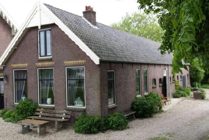Big farmhouse close to Amsterdam, with ponies :) - Ouderkerk aan de Amstel