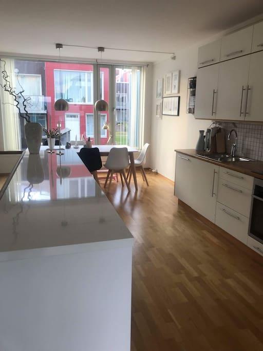 Kjøkken, spisestue / Kitchen, dining area