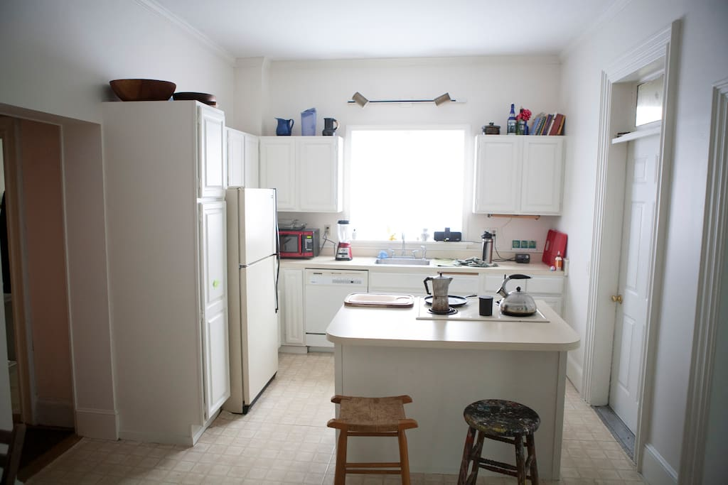 Huge eat in Kitchen where you can cook & talk with your friends.