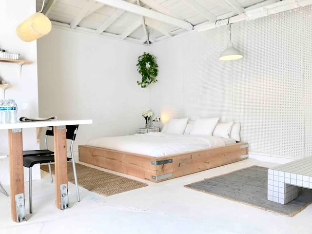 Newly remodeled studio guesthouse