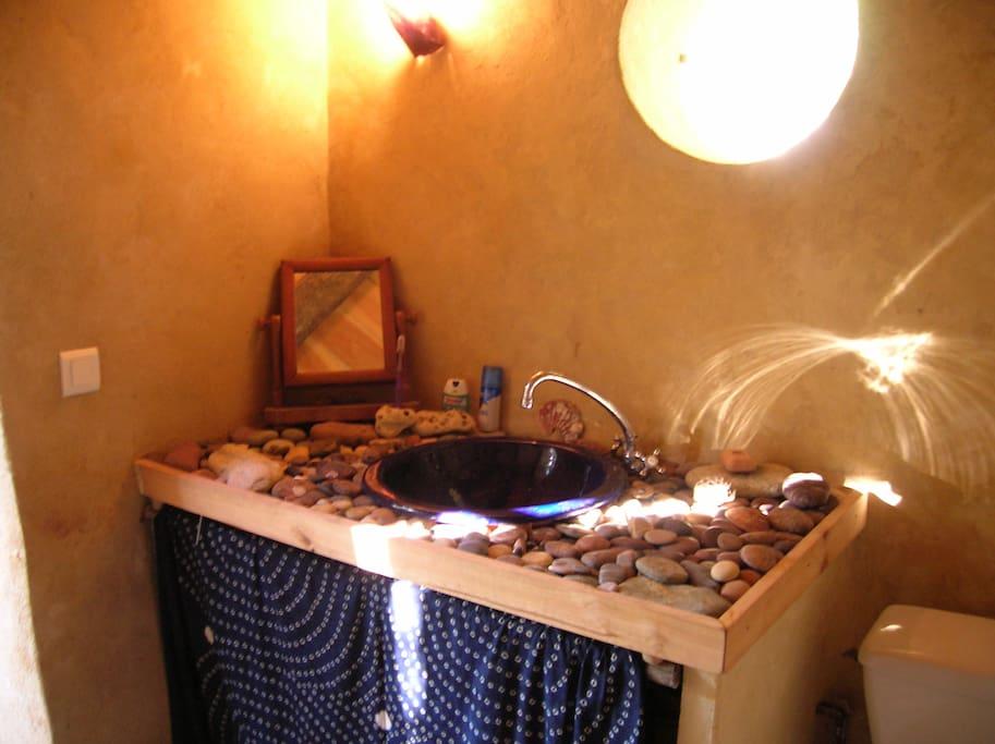 salle d'eau originale et chaleureuse