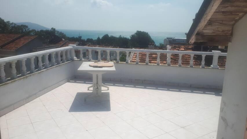 Sinopta Dsi plajına 50 metre mesafede villa