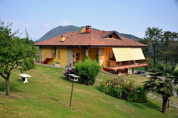 casa con ampio giardino vista lago - San Bernardino Verbano