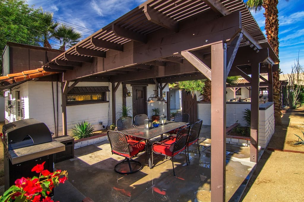 Casita 1 Entry | Lighted cover, table & stainless BBQ