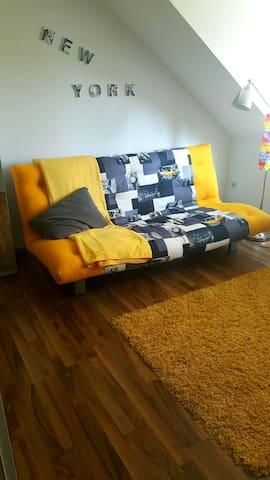 gemütliches stillvolles Zimmer,zentral gelegen - Wolfsburg - Apartment