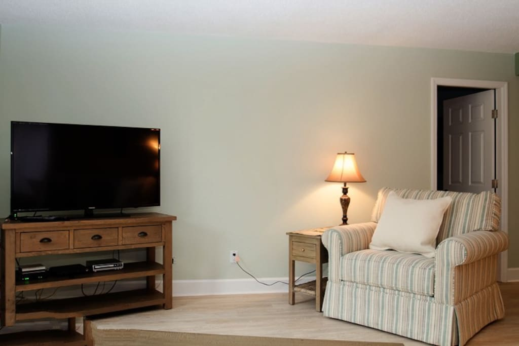 Nice large flat screen TV is great for relaxing evenings.