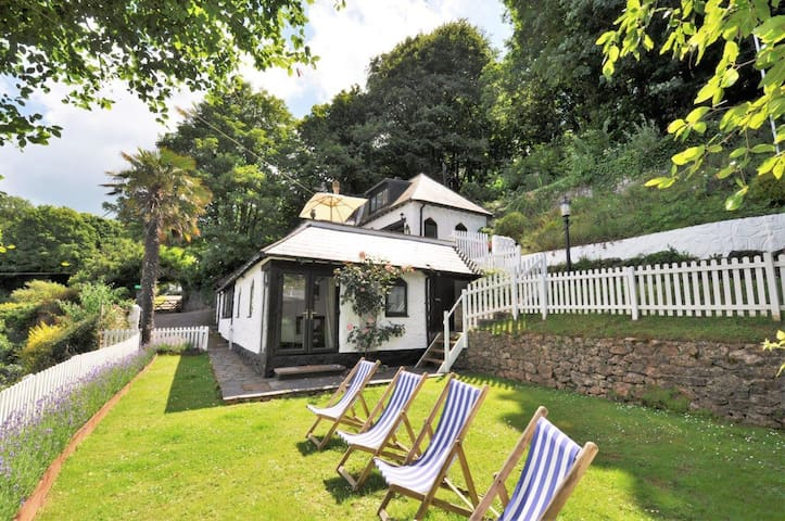 Babbacombe Beach Smugglers Cottage of Cary Arms